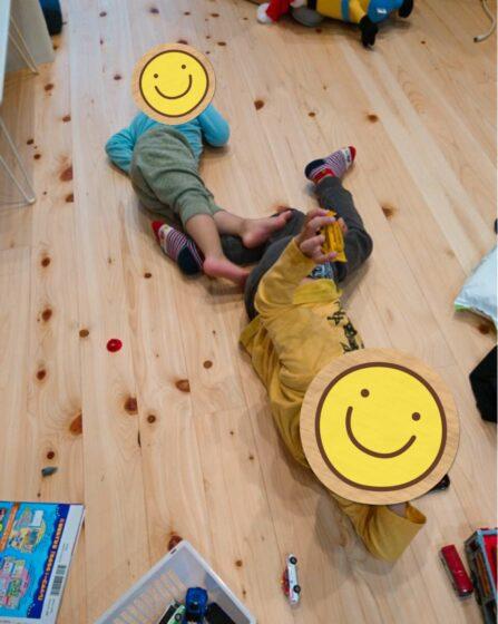 ひのきの床でゴロゴロ~